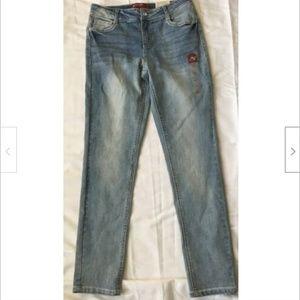 Arizona Jeans Embroidered Fade Lt Blue Skinny Jean